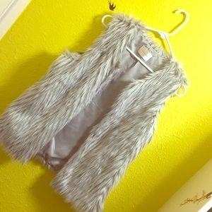 Jackets & Blazers - Faux Fur Vest 🦊